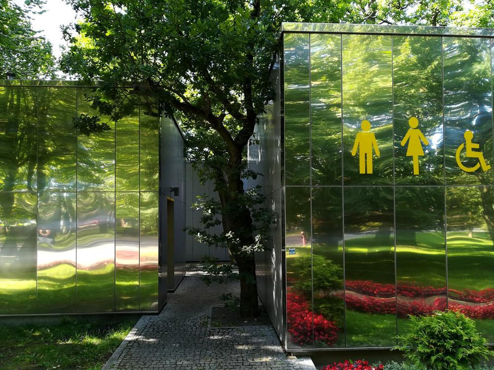 Projekt nowoczesnej toalety miejskiej w Pobierowie